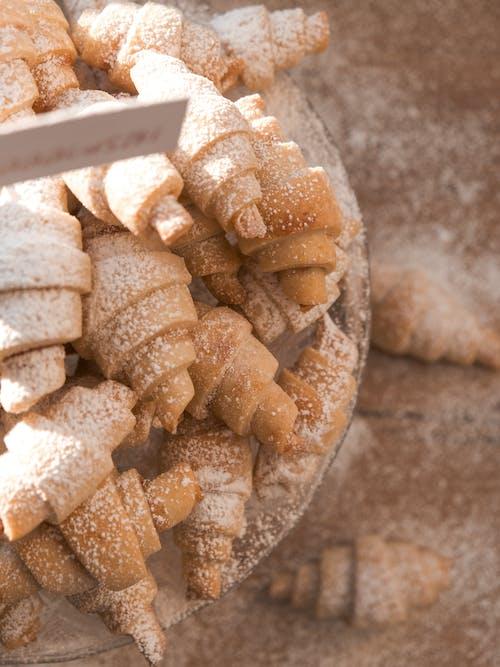 Ilmainen kuvapankkikuva tunnisteilla croissantit, herkullista, hienosokeri
