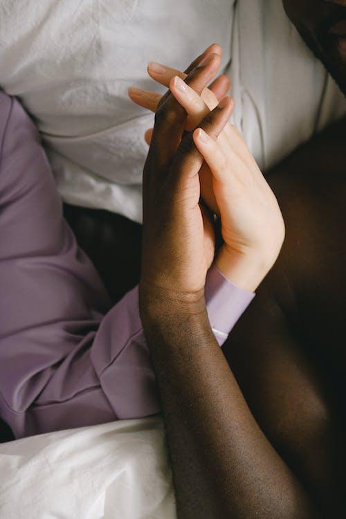 Gratis stockfoto met aanraken, affectie, Afro-Amerikaanse man