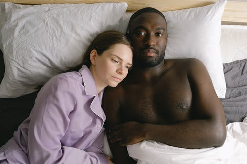 Gratis stockfoto met affectie, Afro-Amerikaanse man, appartement