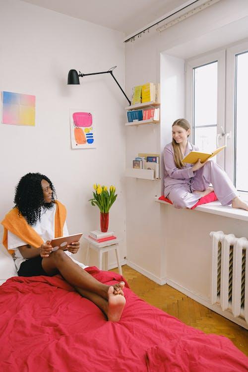 Бесплатное стоковое фото с афро-американка, бодрый, в помещении