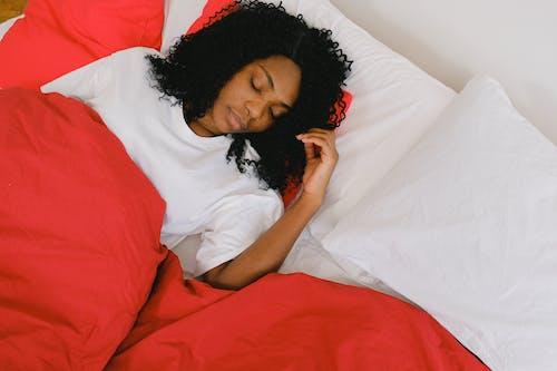 Безкоштовне стокове фото на тему «афро-американська жінка, безтурботний, вдома»