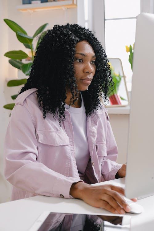 Gratis stockfoto met achtenswaardig, afgelegen, Afro-Amerikaanse vrouw