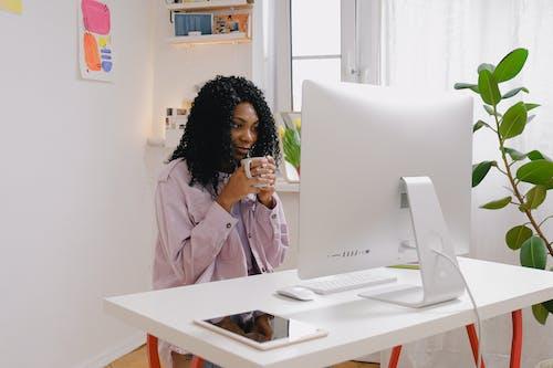 Gratis stockfoto met aangenaam, afgelegen, Afro-Amerikaanse vrouw