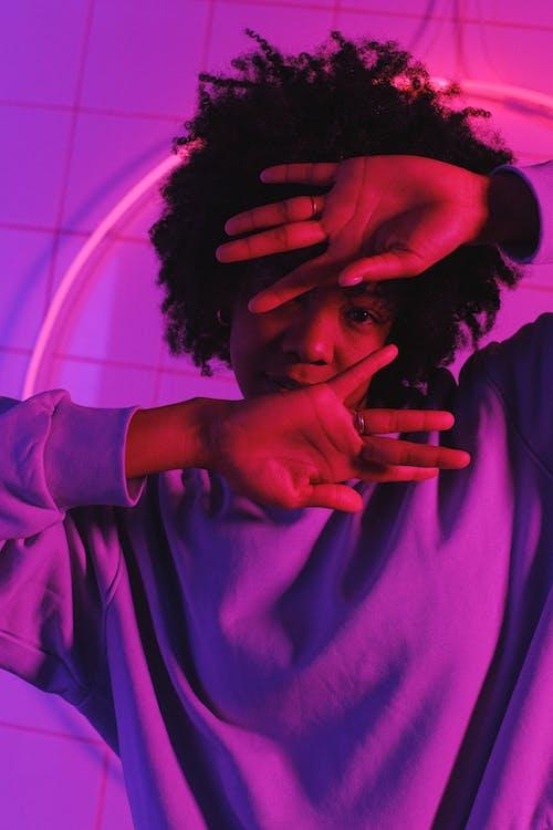 Безкоштовне стокове фото на тему «афро-американська жінка, барвистий, вертикальний»