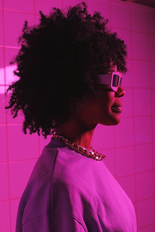 Безкоштовне стокове фото на тему «аксесуар, афро-американська жінка, барвистий»
