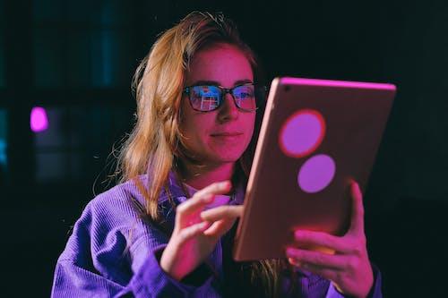 Darmowe zdjęcie z galerii z ciemny, cyfrowy, dama