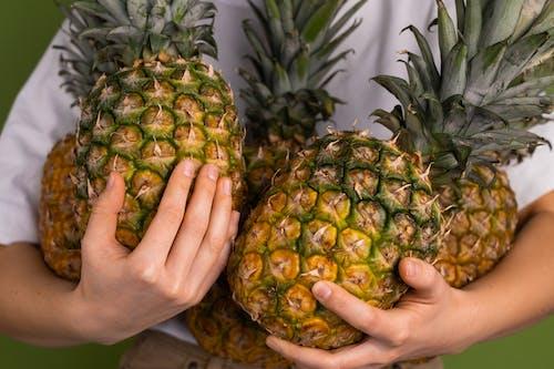 Gratis arkivbilde med ananas, anonym, ansiktsløs
