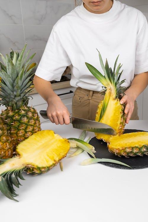 Darmowe zdjęcie z galerii z akcesorium, ananas, anonimowy