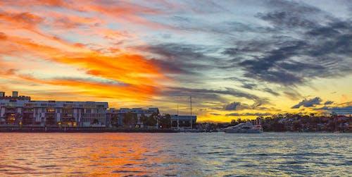 akşam, Akşam gökyüzü, binalar, bulutlar içeren Ücretsiz stok fotoğraf