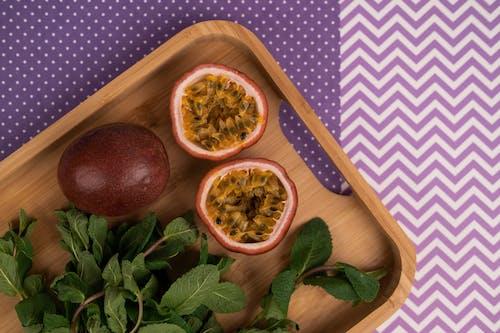 Foto profissional grátis de alimento, bandeja de madeira, comida
