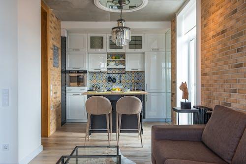 Darmowe zdjęcie z galerii z apartament, ceglana ściana, dekoracja