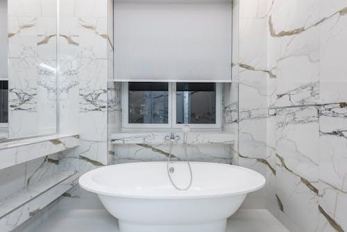 Immagine gratuita di architettura, bagno, camera