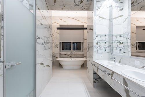 Minimalist Luxurious Bathroom