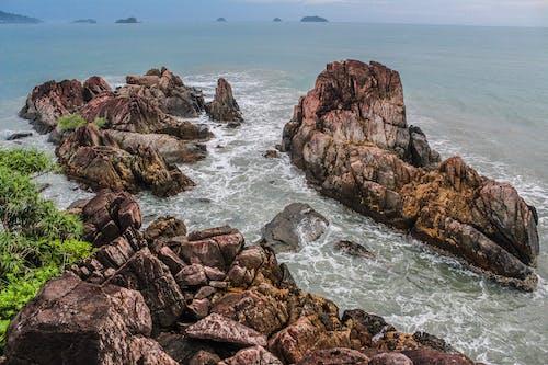 Δωρεάν στοκ φωτογραφιών με ακτή, ακτογραμμή, βράχια, βραχώδης