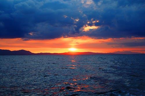 Бесплатное стоковое фото с вечер, вечернее небо, вода, волны