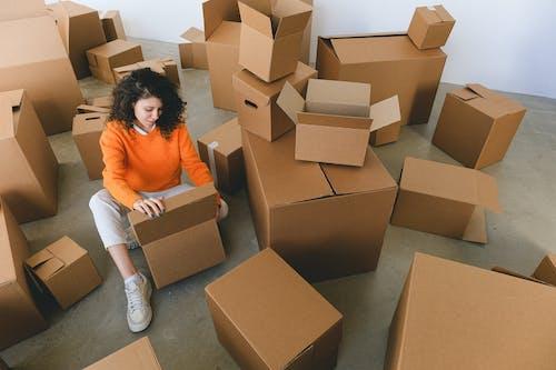 Kostenloses Stock Foto zu auspacken, beschäftigt, bewegung