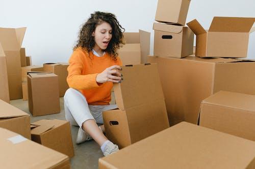 Kostenloses Stock Foto zu aufgeregt, auspacken, bewegung