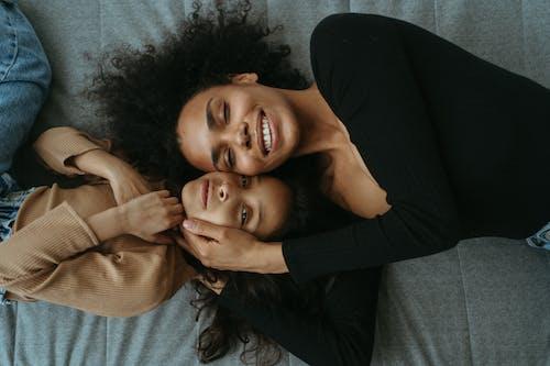 Darmowe zdjęcie z galerii z córka, dzień matki, dziewczyna