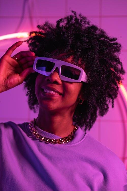 Fotos de stock gratuitas de adentro, cabello afro, chica de raza negra