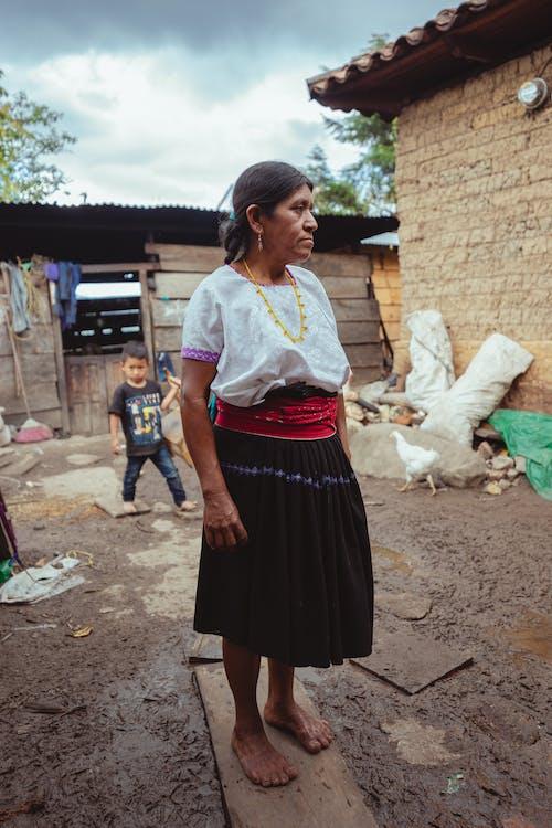 Darmowe zdjęcie z galerii z ameryka łacińska, babcia, boso