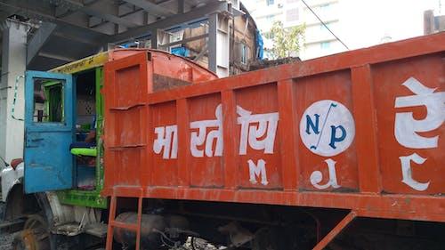 線路上のトラック線路上のトラックの無料の写真素材