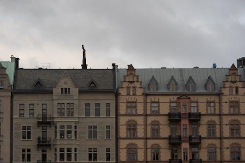 Fotobanka sbezplatnými fotkami na tému domy, mesto, strechy