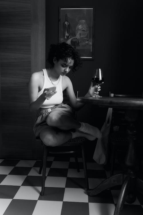 Immagine gratuita di bicchiere di vino, carino, donna indiana