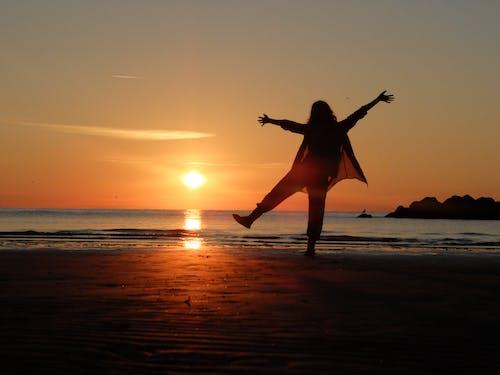 Photos gratuites de amoureux de la plage, aube, aventure en mer