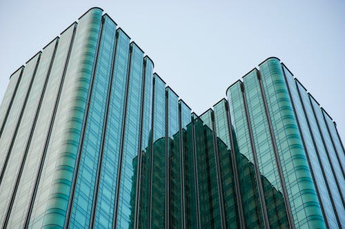 Foto stok gratis Arsitektur, barang kaca, biro, cityscape