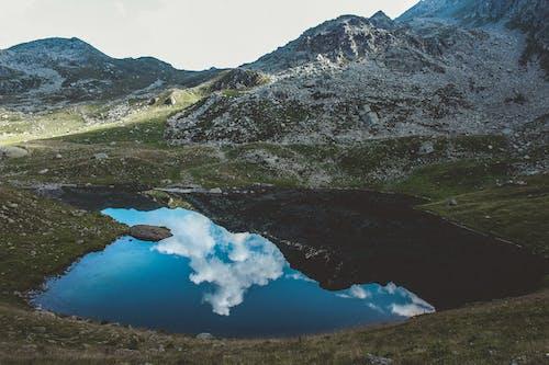 Kostenloses Stock Foto zu berge, blaues wasser, felsen, gebirgssee