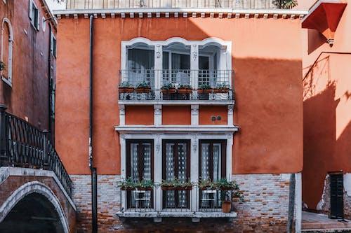 Gratis lagerfoto af ældet, arkitektur, balkon