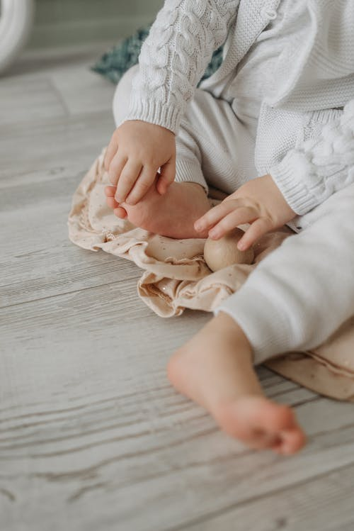 Free stock photo of baby, barefoot, bed