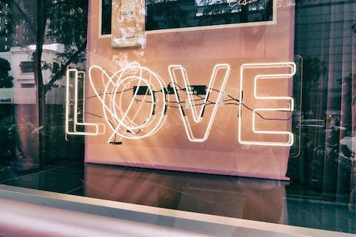 Δωρεάν στοκ φωτογραφιών με αγάπη, αντανακλάσεις, αστικός, γυαλί