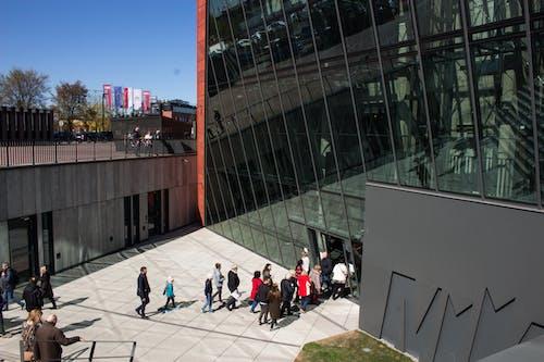 Ingyenes stockfotó #bejárat, #emberek, #építészet, #modern témában
