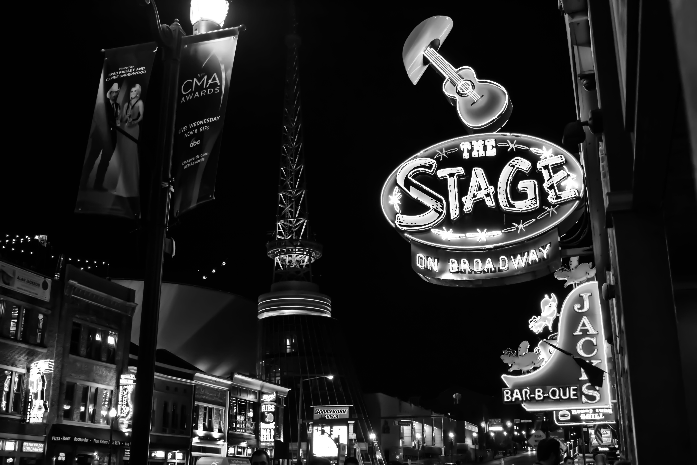 Darmowe zdjęcie z galerii z bar, budynki, ciemny, czarno-biały