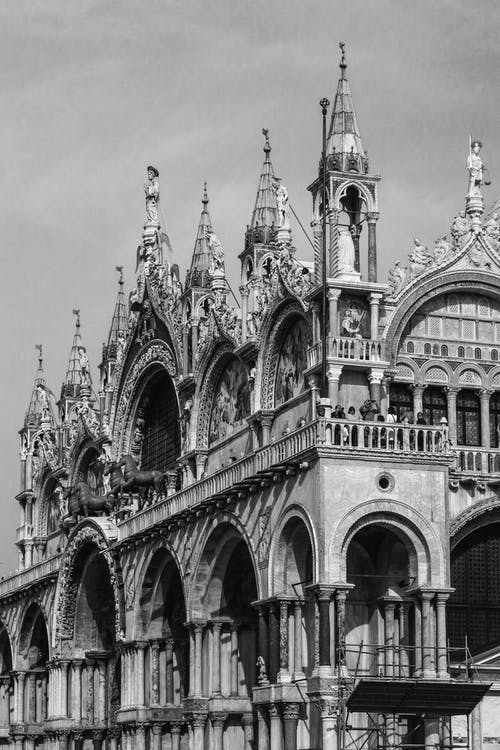 Basilica of Saint Mark with sculptures in city