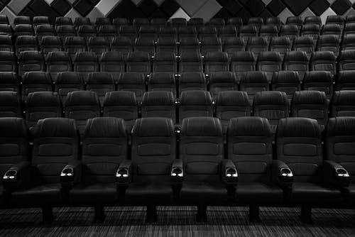 室內, 灰階, 电影院 的 免费素材图片