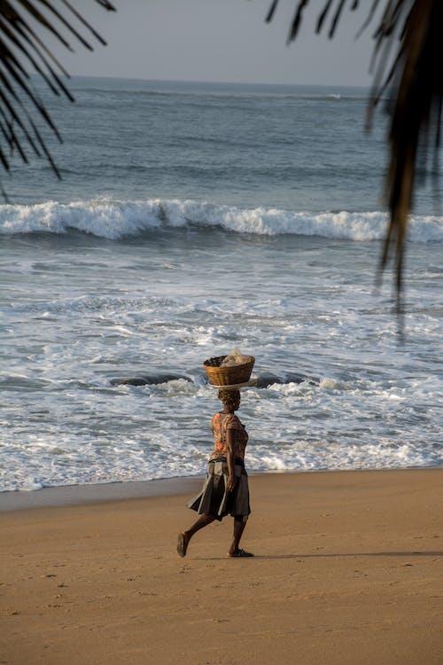 Základová fotografie zdarma na téma africký, Afrika, chůze, dáma