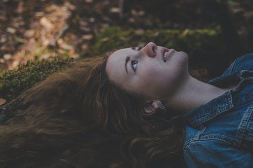 Бесплатное стоковое фото с Взрослый, вода, волос, девочка