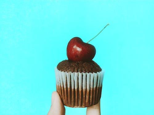 Foto d'estoc gratuïta de baia, cirera, confecció, cupcake