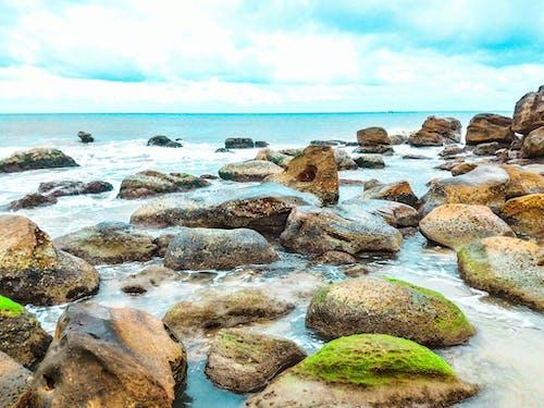 Δωρεάν στοκ φωτογραφιών με rock, βράχια, βράχια σκεπασμένα με βρύα, βράχος