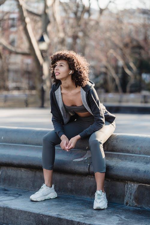 activewear, Afro, aktivite içeren Ücretsiz stok fotoğraf