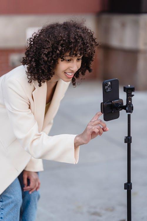 Darmowe zdjęcie z galerii z blog, bloger, brunetka