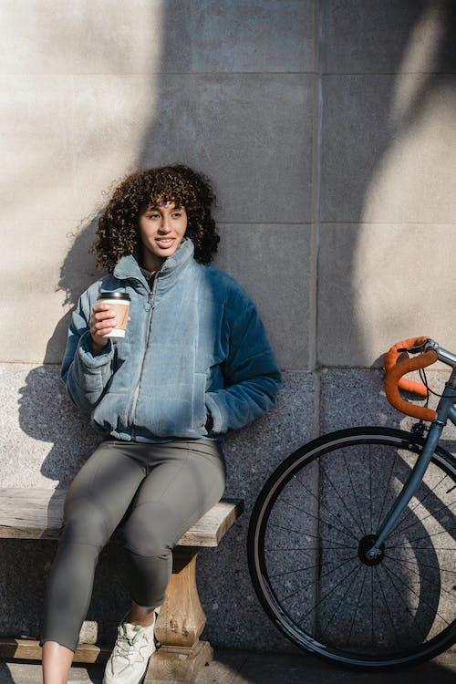Δωρεάν στοκ φωτογραφιών με Άνθρωποι, γυναίκα, δρόμος