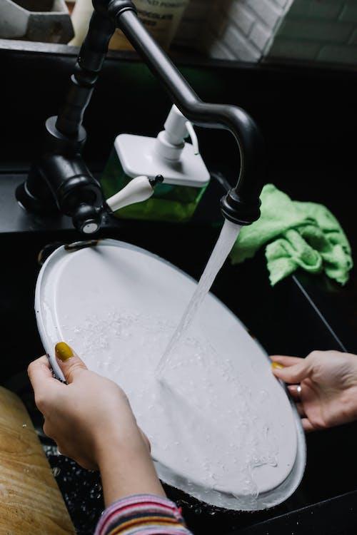 Fotos de stock gratuitas de faena, lavando platos, manos