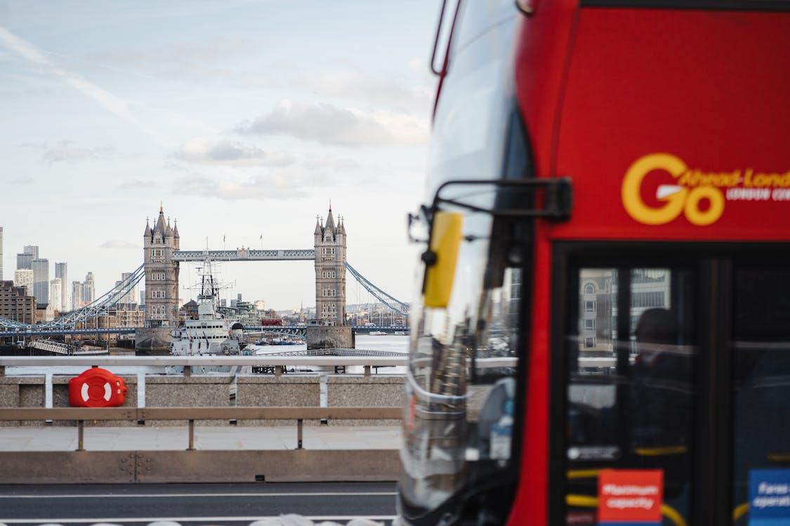 Ingyenes stockfotó busz, folyó, híd témában