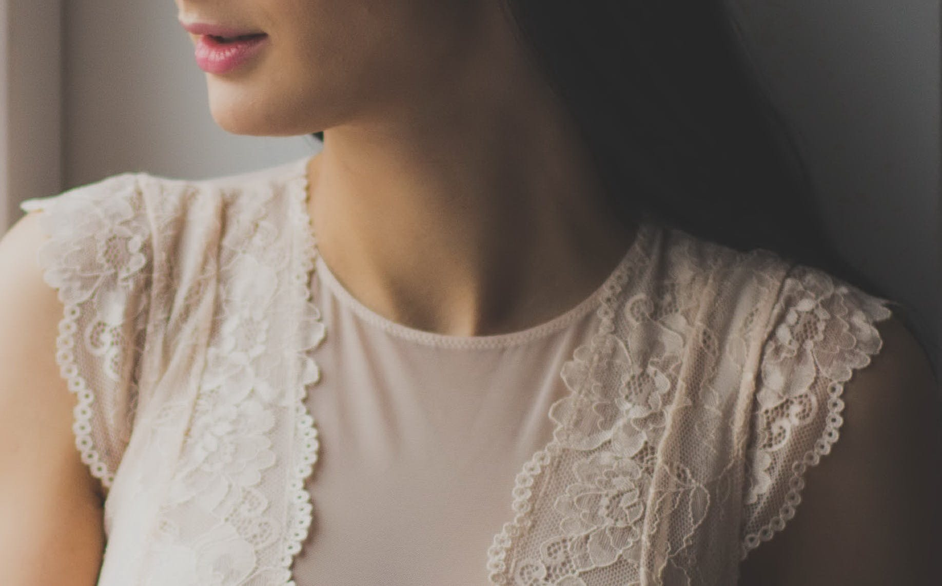 Woman in White Lace Crew-neck Cap-sleeves Top