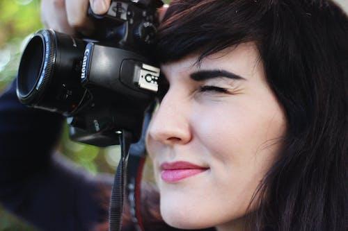 Fotos de stock gratuitas de cabello, cámara, Canon, chica