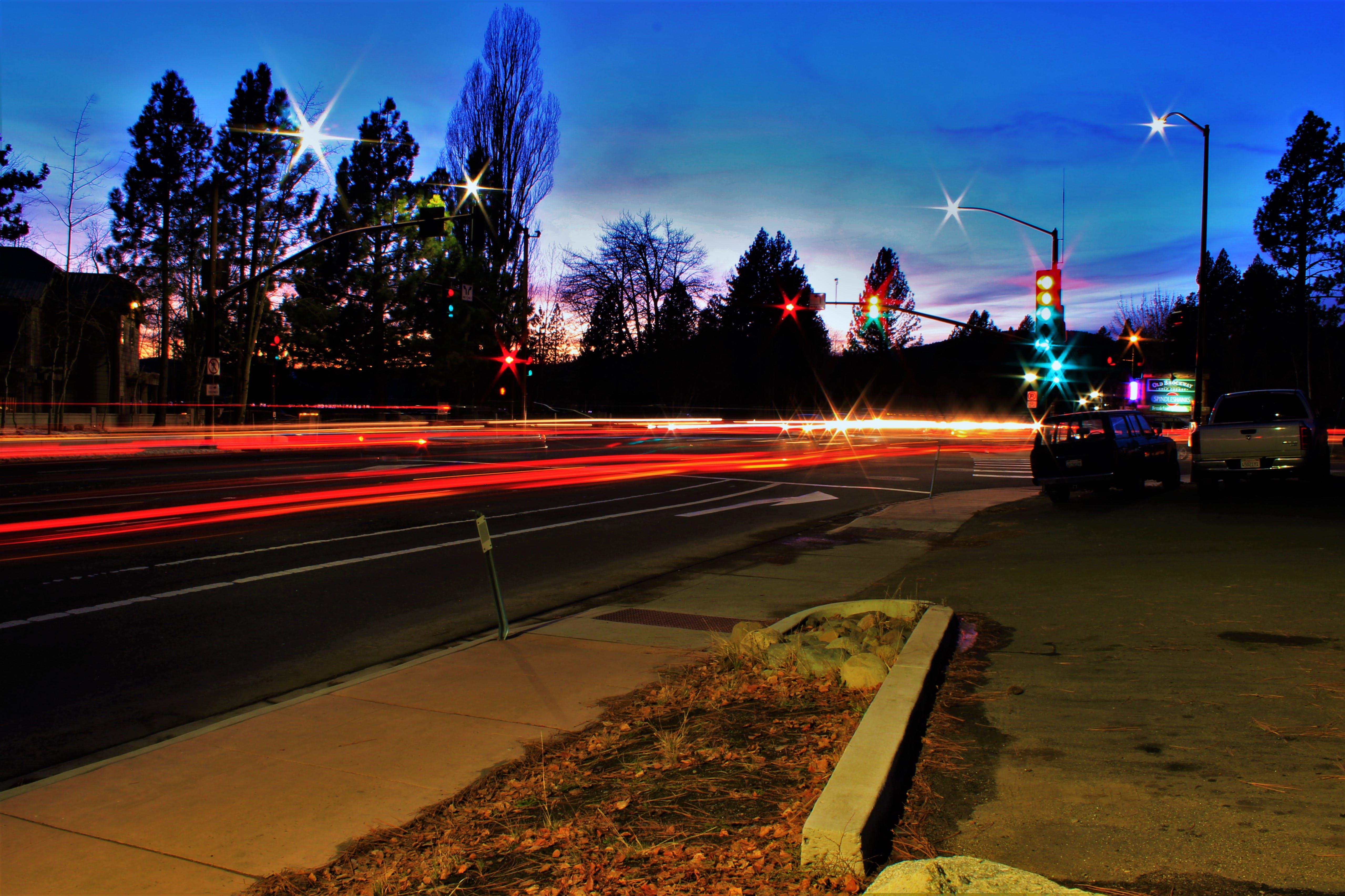 乗り物, 信号機, 光の線, 夜明けの無料の写真素材