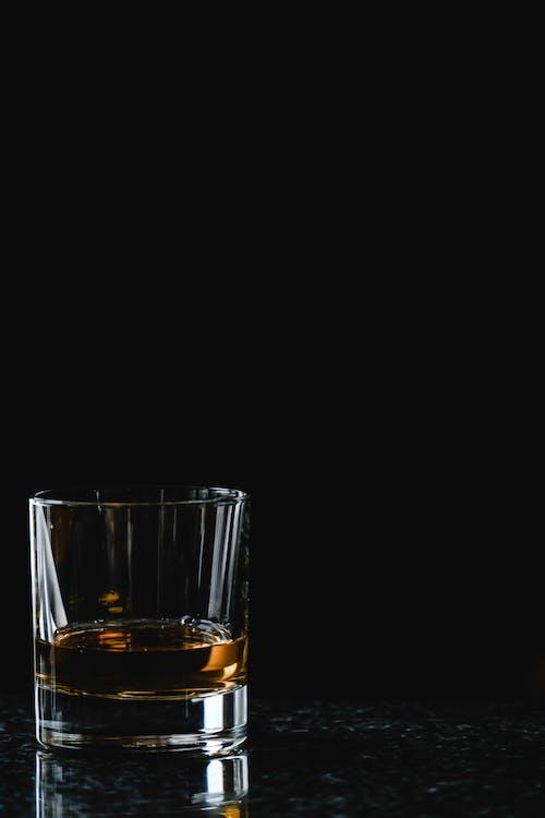 喝, 大理石表面, 威士忌 的 免費圖庫相片